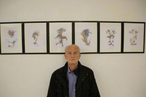 Herbert Kraus vor seinem Beitrag zur Ausstellung »Grenzen«