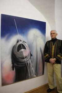 Alois Junek vor seiner Arbeit für die Ausstellung »Grenzen«
