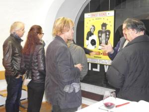 Kurt Schönthaler im Gespräch vor seinem und Florian Nährers Ausstellungsbeitrag