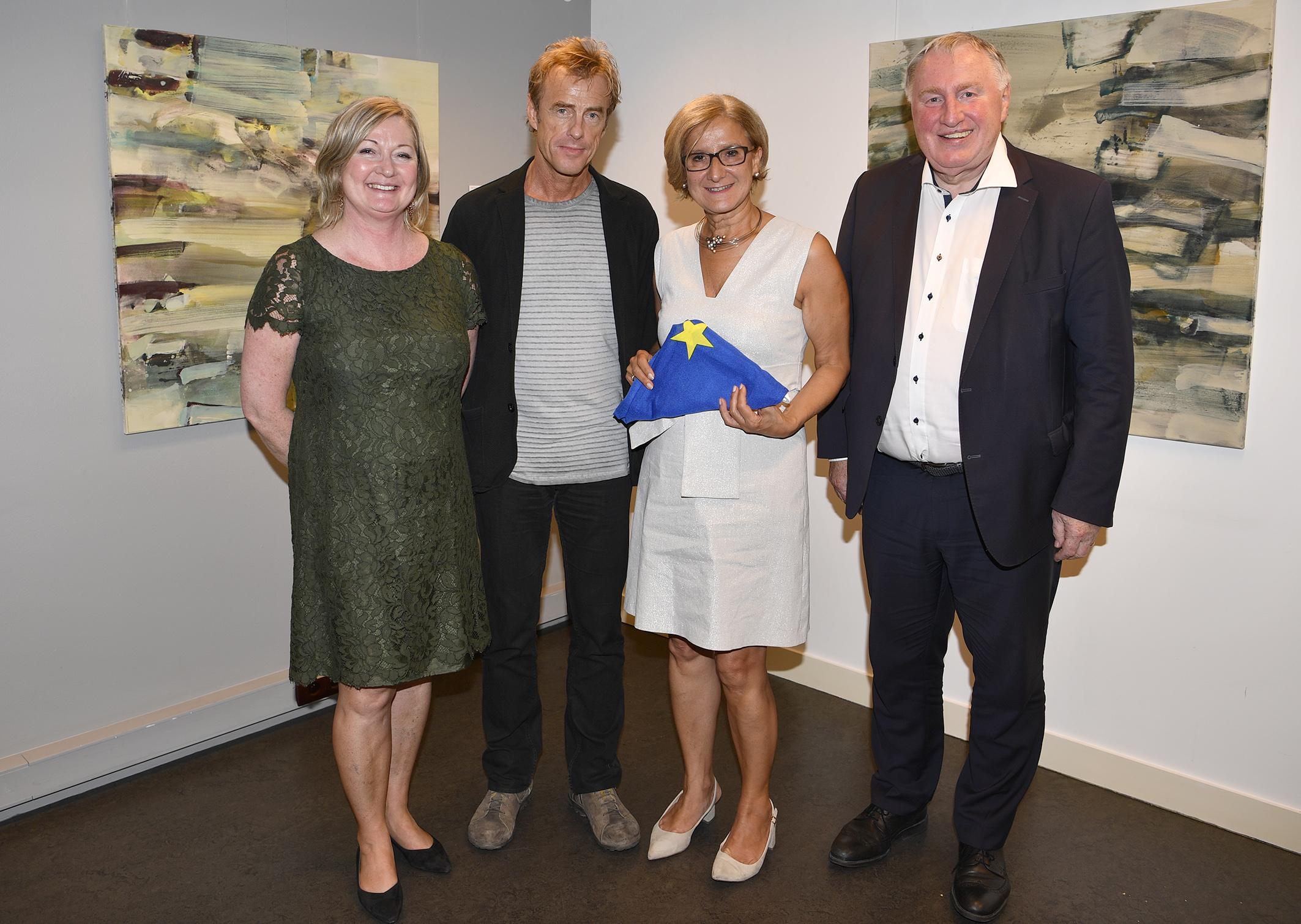 (von links nach rechts): Frau Ilse Penders-Stadlmann, Leiterin des NÖVBB, Kurt Schönthaler; Frau Johanna Mikl-Leitner, Landeshauptfrau NÖ, Herr Karl-Heinz Lambertz, Präsident des europäischen Ausschusses der Regionen (AdR); Foto: COPYRIGHT: NLK Reinberger