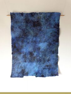 Renate Habinger: Blue 3.14 | Wandteppich, 2014 | ca. 80 x 120 cm | Handgeschöpftes Papier, Ölpastell