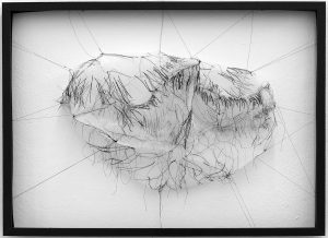 Eva Bakalar; der Bergstein aus der Serie SCHWER im Leicht Gewebecollage 72x52 /2019