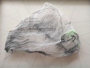 Eva Bakalar; der Waldstein aus der Serie SCHWER im Leicht Gewebecollage 72x 52; 2019