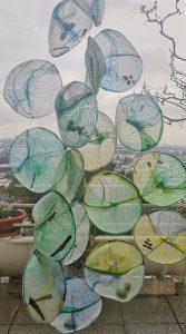 Eva Bakalar; ...denn die Zelle, die muss schwimmen! Textilcollage mit Netzen und organischen Substanzen; 2021